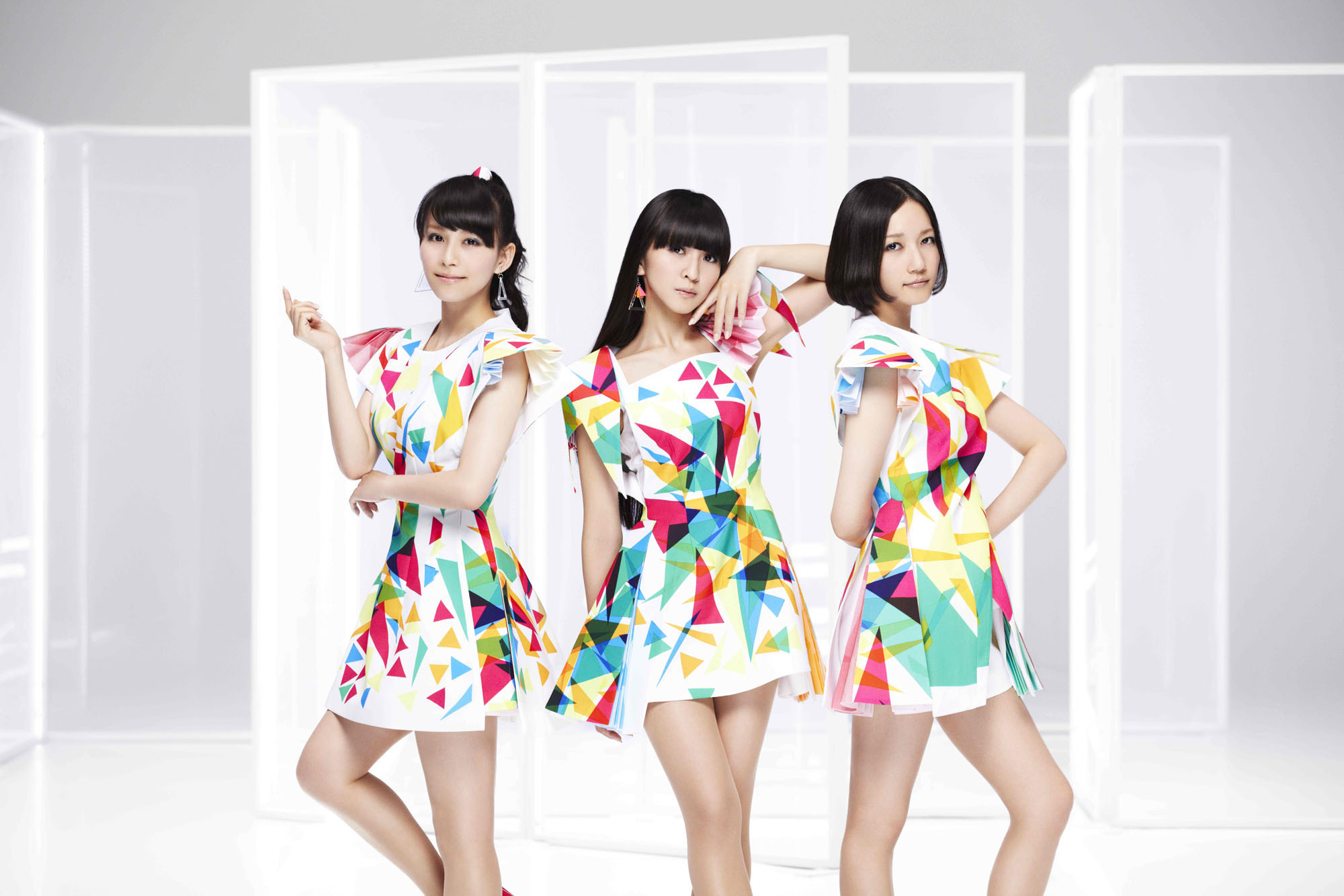 テクノポップといえば日本の代表ともいえるのがPerfumeです!
