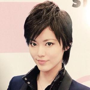 170cmのスラリとしたスタイルが魅力の雪組男役・彩凪翔さんってどんな人?