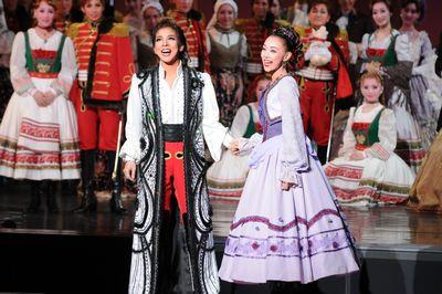 宝塚歌劇団の教訓「ブスの25箇条」には女性として美しく生きるヒントがいっぱいだった