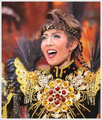宝塚歌劇団トップスターへの登竜門、新人公演で伝説を残した歴代トップスター列伝