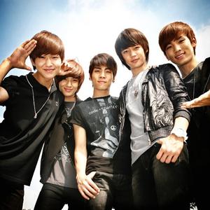 人気韓国男性歌手グループSHINeeのメンバーのエピソード!