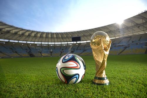 世界が熱狂するサッカーW杯が史上初の冬開催になった理由とは
