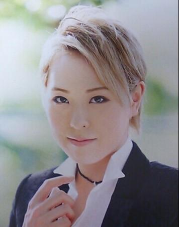 抜群の存在感!月組期待の若手男役・春海ゆうさんのプロフィールをご紹介!