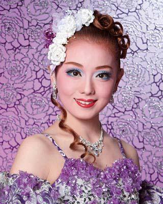 新人公演で主演を獲得!花組期待の娘役・朝月希和さんのプロフィール