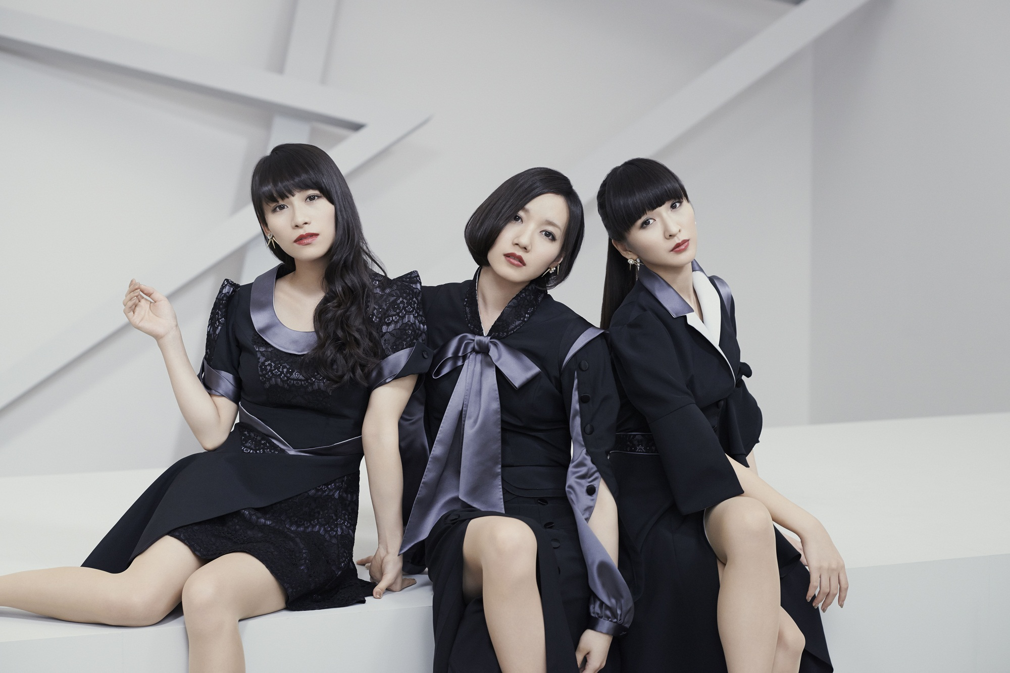 "Perfumeの斬新なファッション ""近未来でかわいい"" MVの衣装4選"