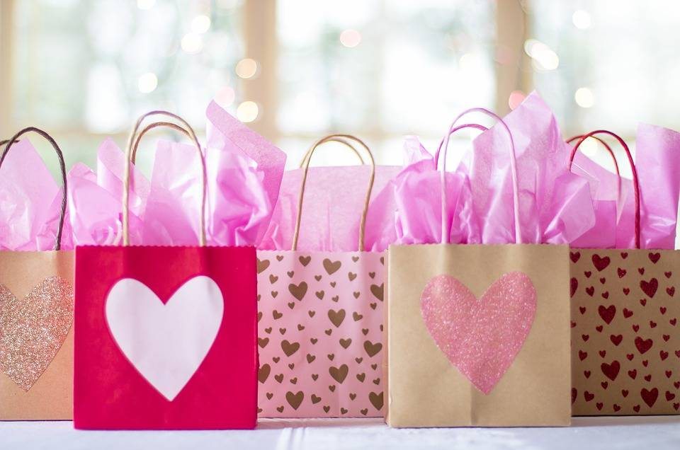 gift-bags-2067663_960_720