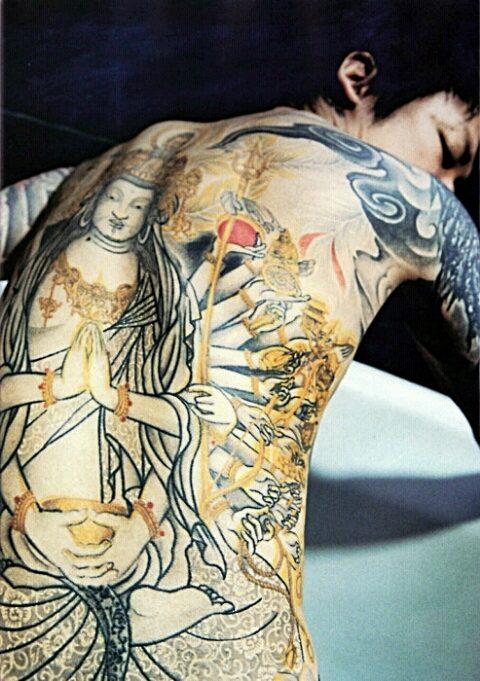 麗しきヴィジュアル系バンドマンのタトゥーの全貌とその意味とは?