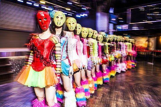 アイドル・仮面女子の一員に?!仮面を被ったSUGIZOやDAISHIとのレア写真って?