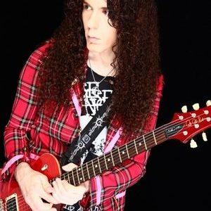 世界的ギタリストのマーティ・フリードマンは日本好き?演歌やJ-POPのカバー曲多数!