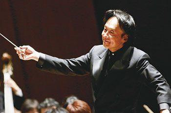 指揮者上岡敏之の経歴とプロフィールとは!髪型が凄いとの噂
