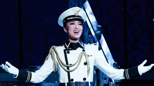 劇場を包み込む圧倒的歌唱力!宝塚歴代トップスターの中で、歌が上手い5名を紹介