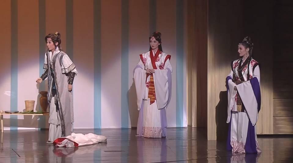 また1人、美しい娘役が散っていく…。今夏退団、梅咲衣舞氏の娘役人生。