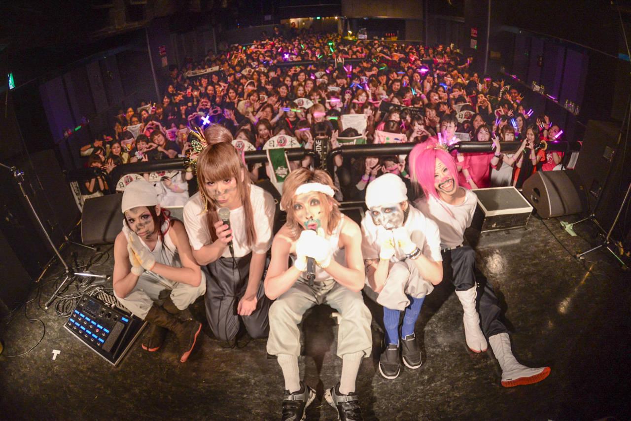 【ライブレポート】Jin-MachineワンマンツアーFINAL、満員御礼!ベースの水月は笑顔で卒業