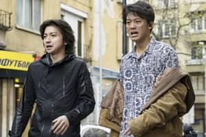 藤原竜也×竹内涼真 日本では100%不可能なアクションシーンをノースタントで撮影!映画『太陽は動かない』